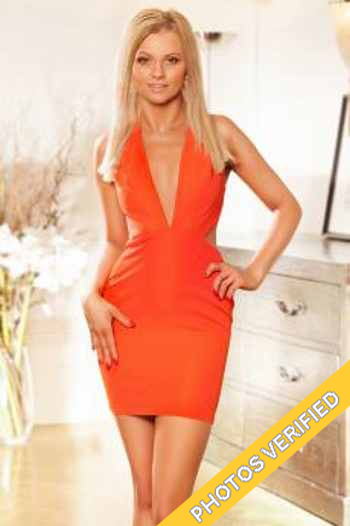 escort for couple in Paris Isabella